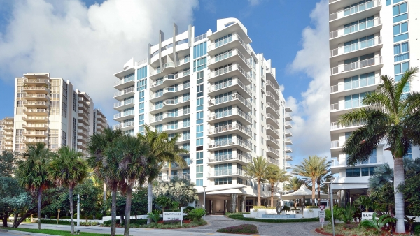 Sapphire Residence with Poma-fabricated custom rail systems, in Fort Lauderdale, FL.