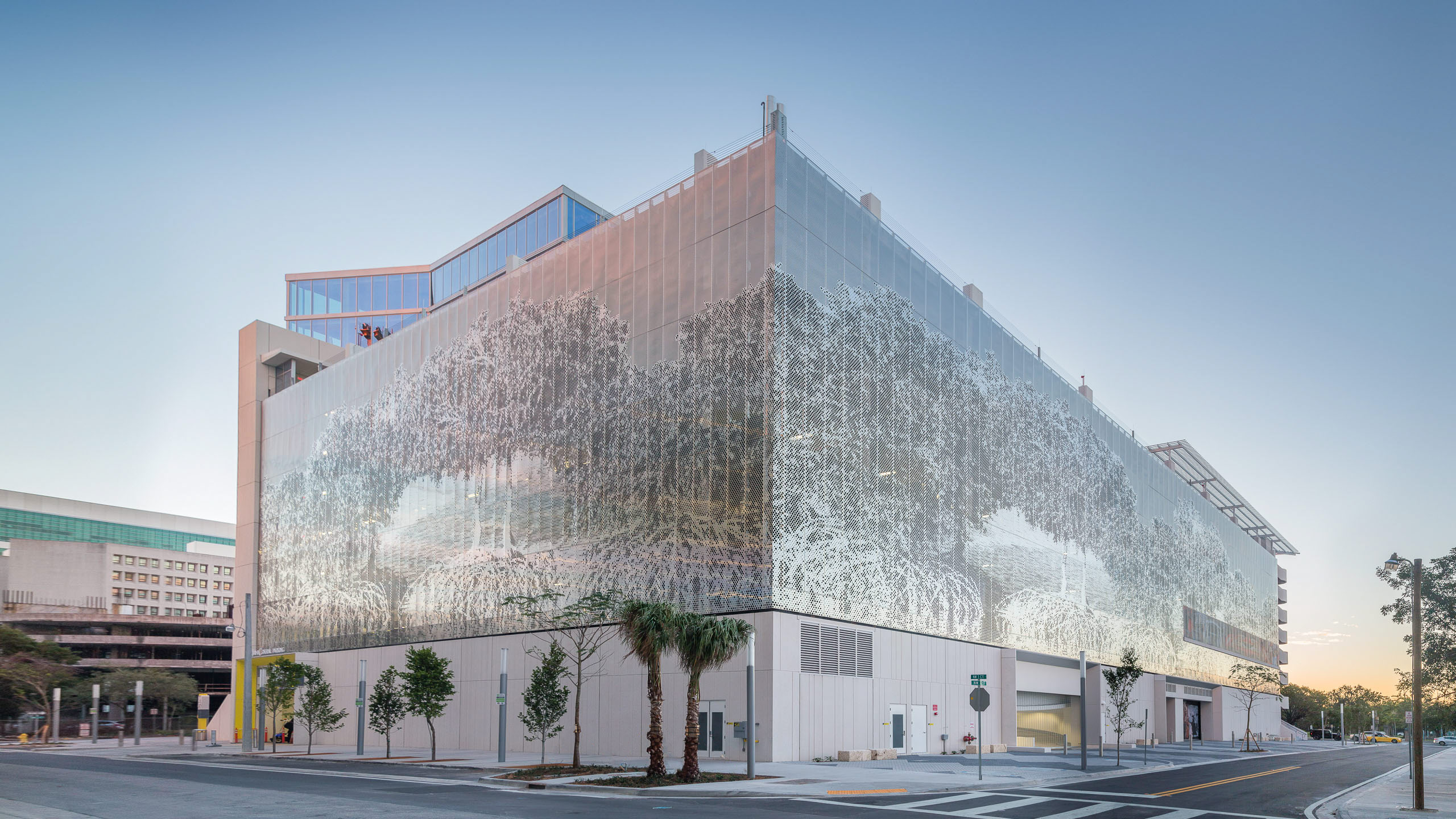 Parking Garage Facade example with the Poma-supplied systems for 3 MiamiCentral